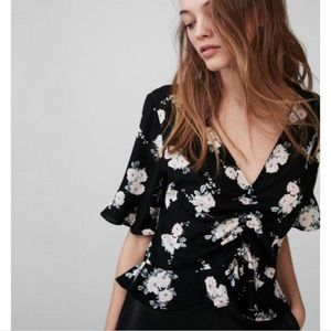 5/$35💓Express Blouse floral black